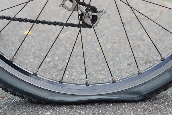 自転車のパンクを繰り返してしまう人に共通する原因とは