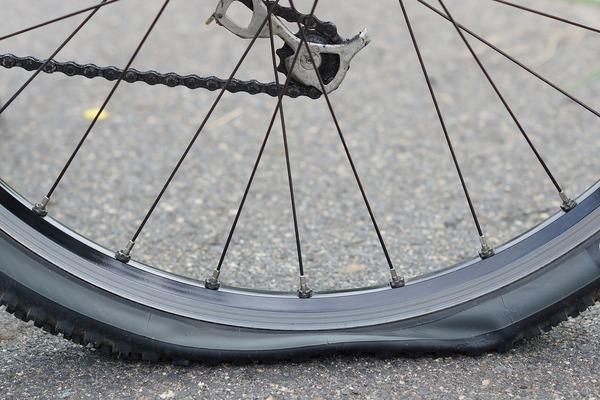 自転車がパンクする原因とは?自分でできる修理法も解説!